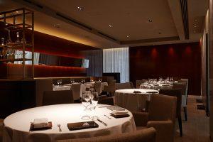 「予約の取れない」超人気フランス料理店