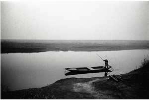 写真家がカメラを持って旅に出た 北井一夫「村へ、そして村へ」